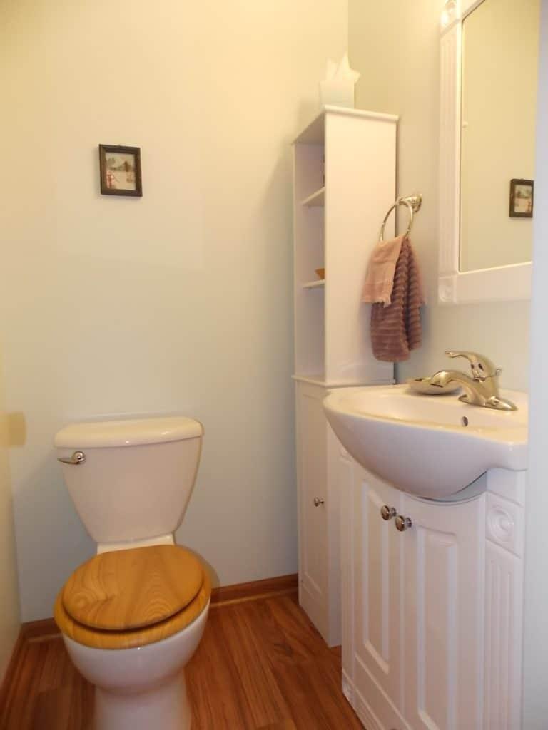 bathroom in Janesville condo for sale